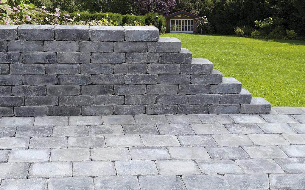 Mauerstein und Pflasterstein in 1