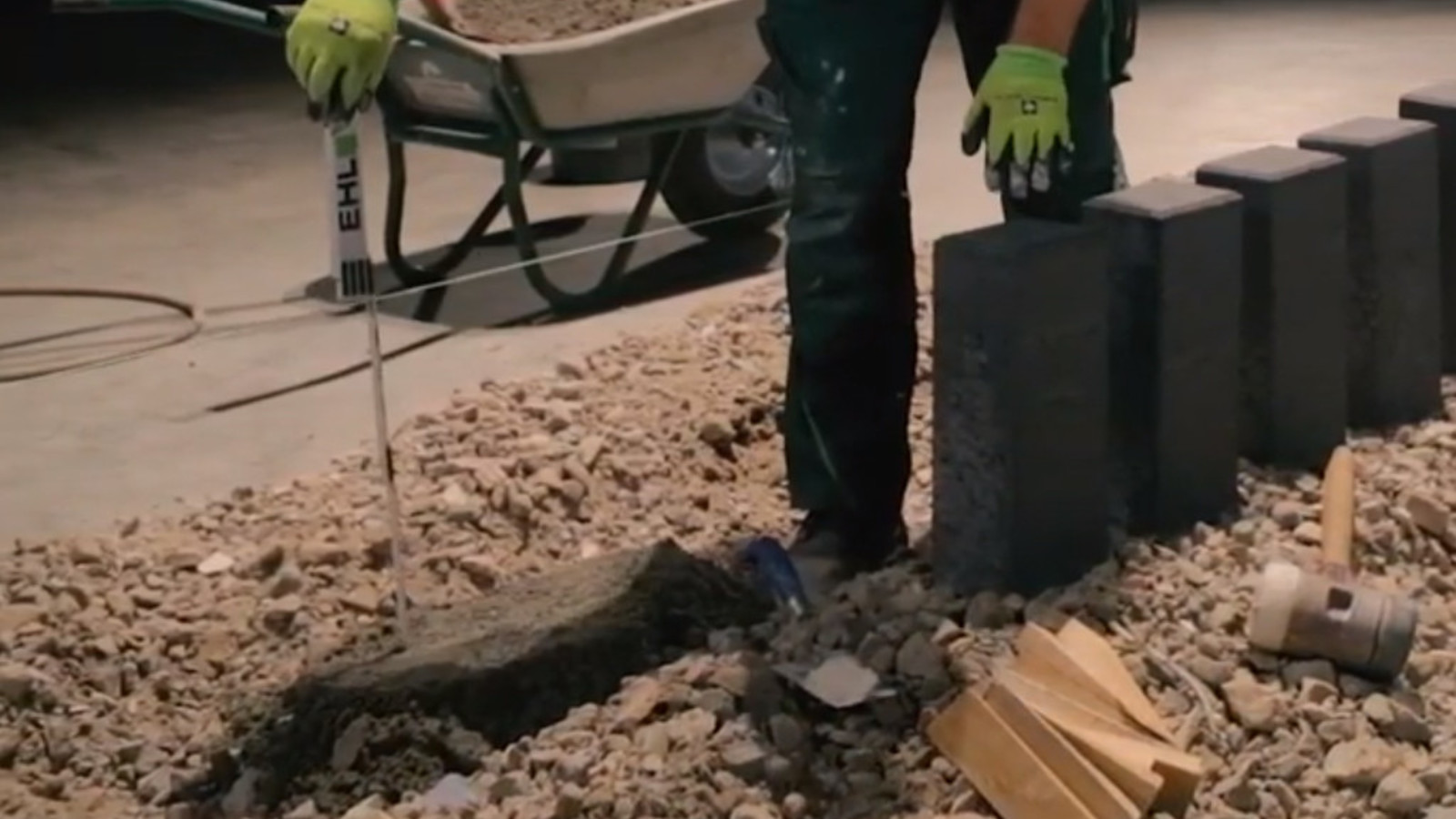 Palisaden einmessen und Fundament bauen