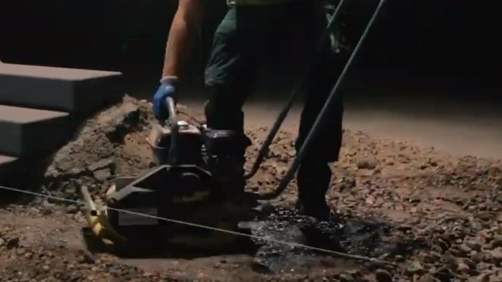 Unterbau für Betonplatten abrütteln