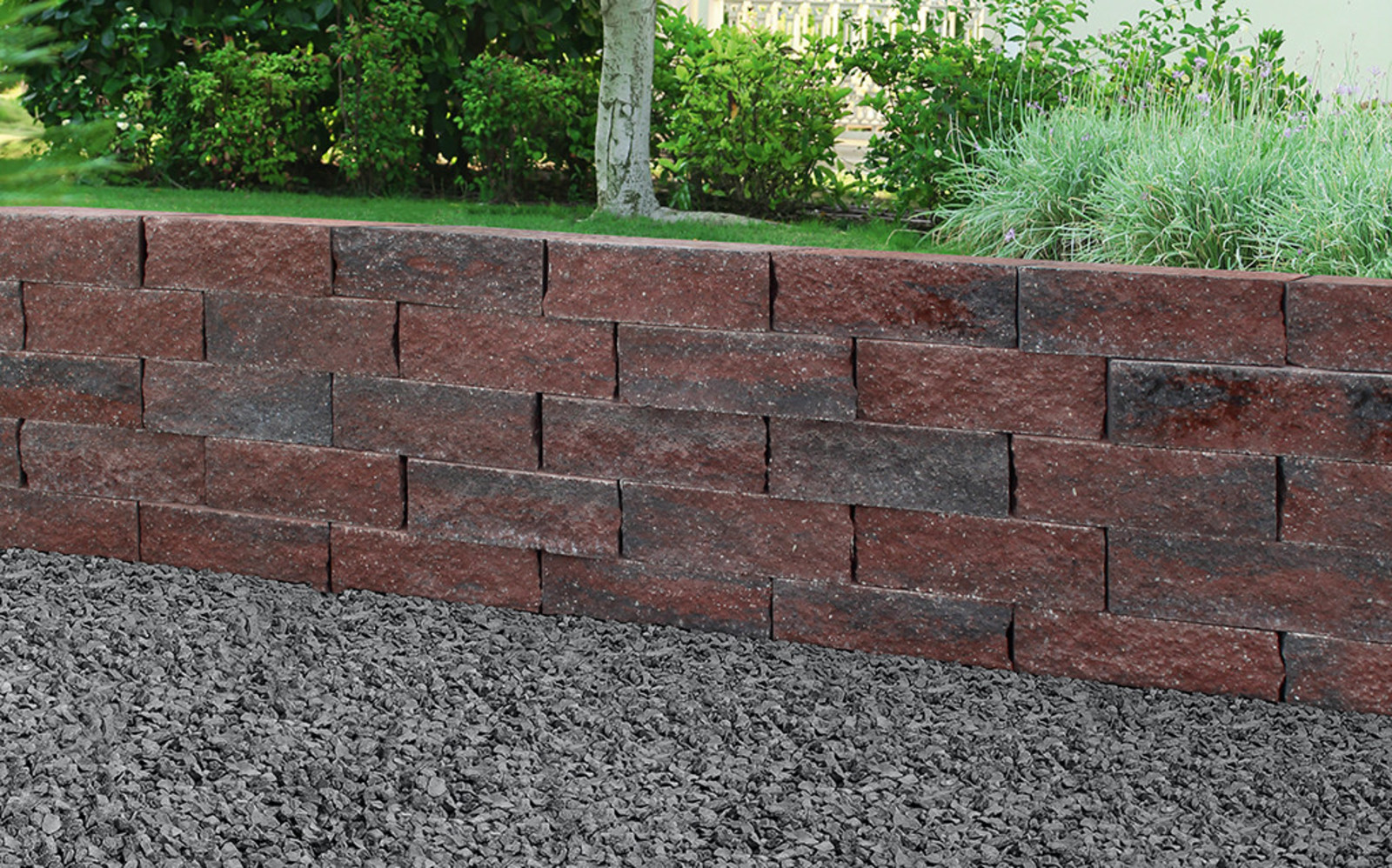 Gartenmauer rot schwarz