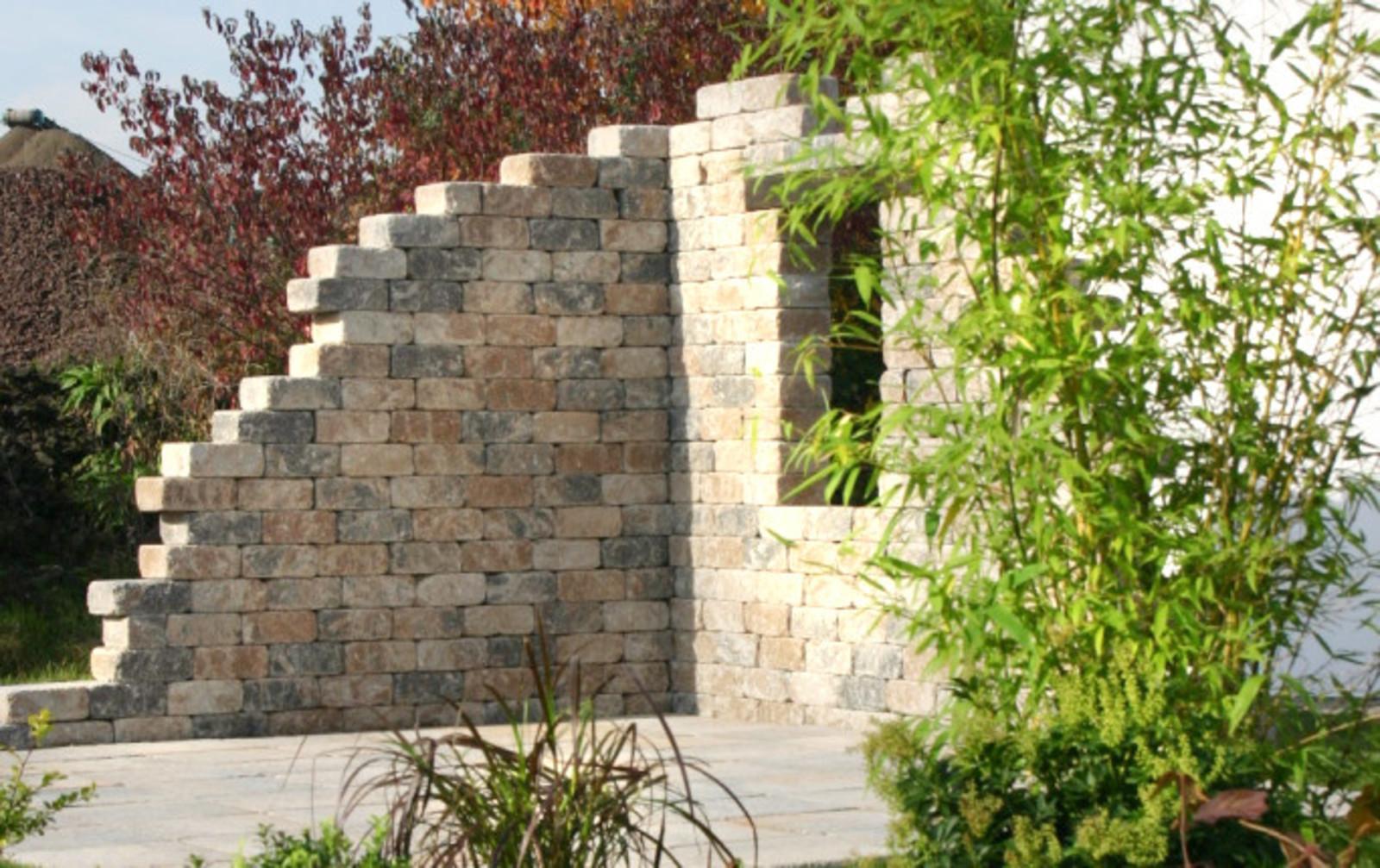 Ruine Steine L-Form