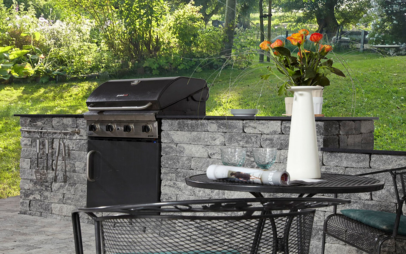Outdoor Kitchen grau-anthrazit aus Stein