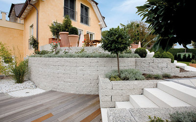 Gartenmauer weiß Betonsteine modern