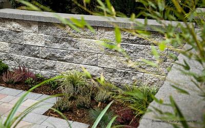 Gartenmauer Sichtschutz grau-antrazit Bossamino