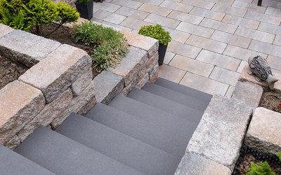 Treppe im Garten aus Beton