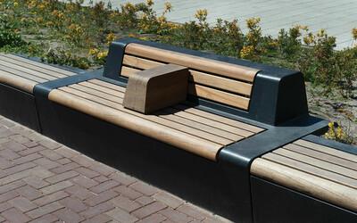 Parkbank Beton Holz mit Armlehne und Rückenlehne