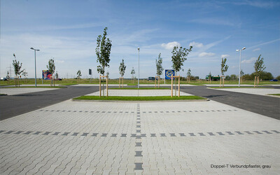Parkplatz Pflastersteine Doppel T
