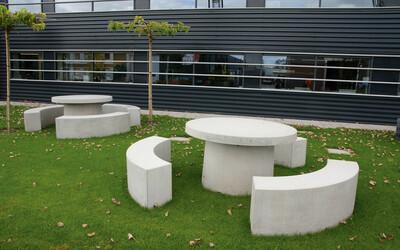 Parktisch rund mit Bank aus Beton