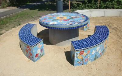 Parktisch rund Design mit Mosaik