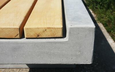 Parkbank Design mit Holz und Beton