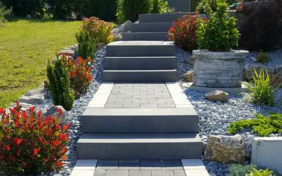 Gartentreppe Betonstufen grau