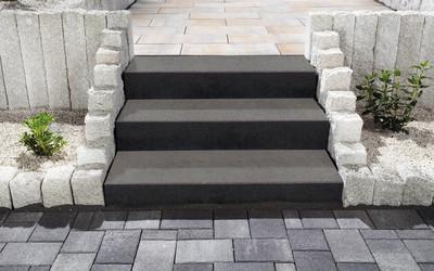 Treppe im Park schlicht