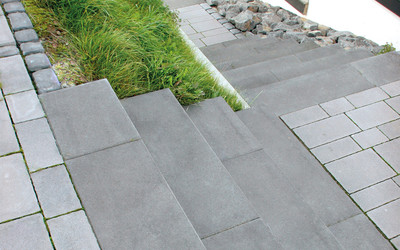Treppenstufen über Eck grau