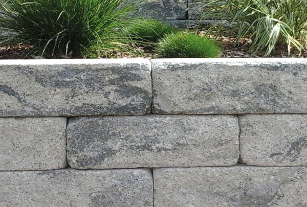 BossAntik Mauer