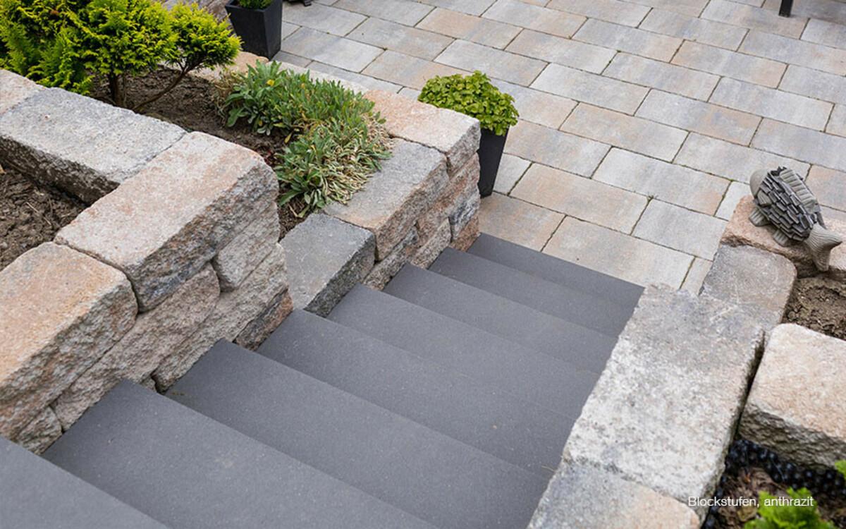 Blockstufen anthrazit Gartentreppe