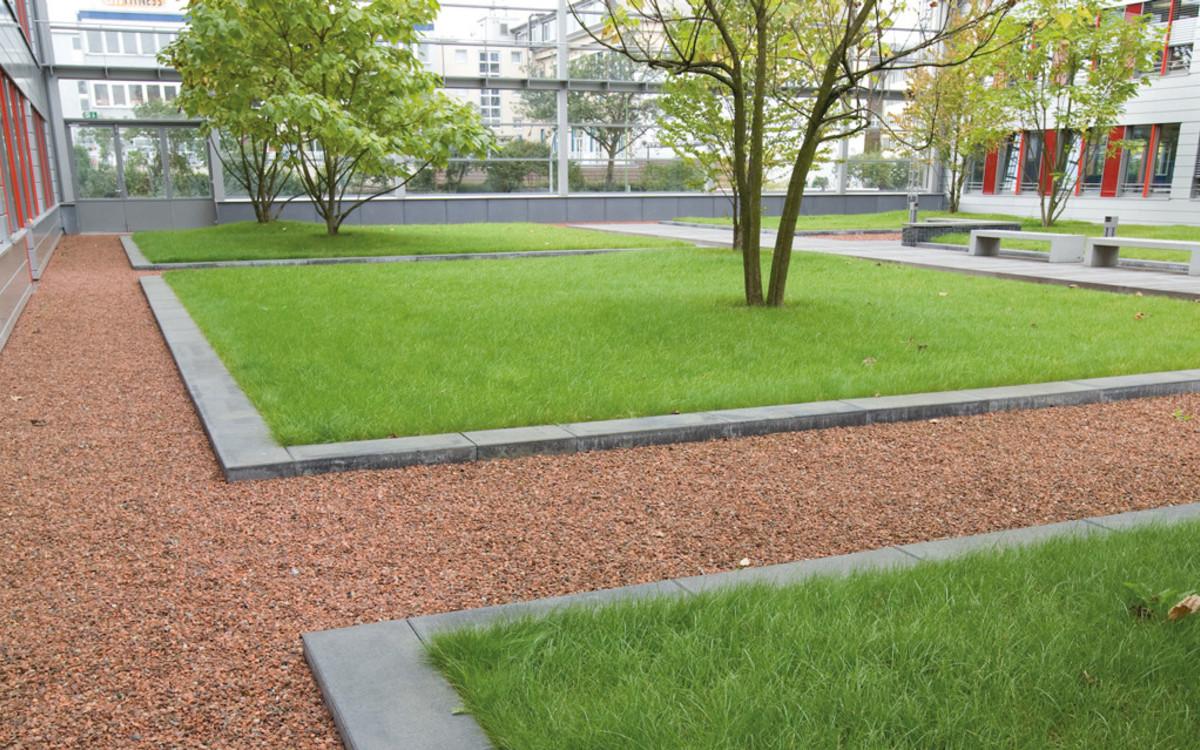 Stufen zur Abgrenzung von Grünflächen