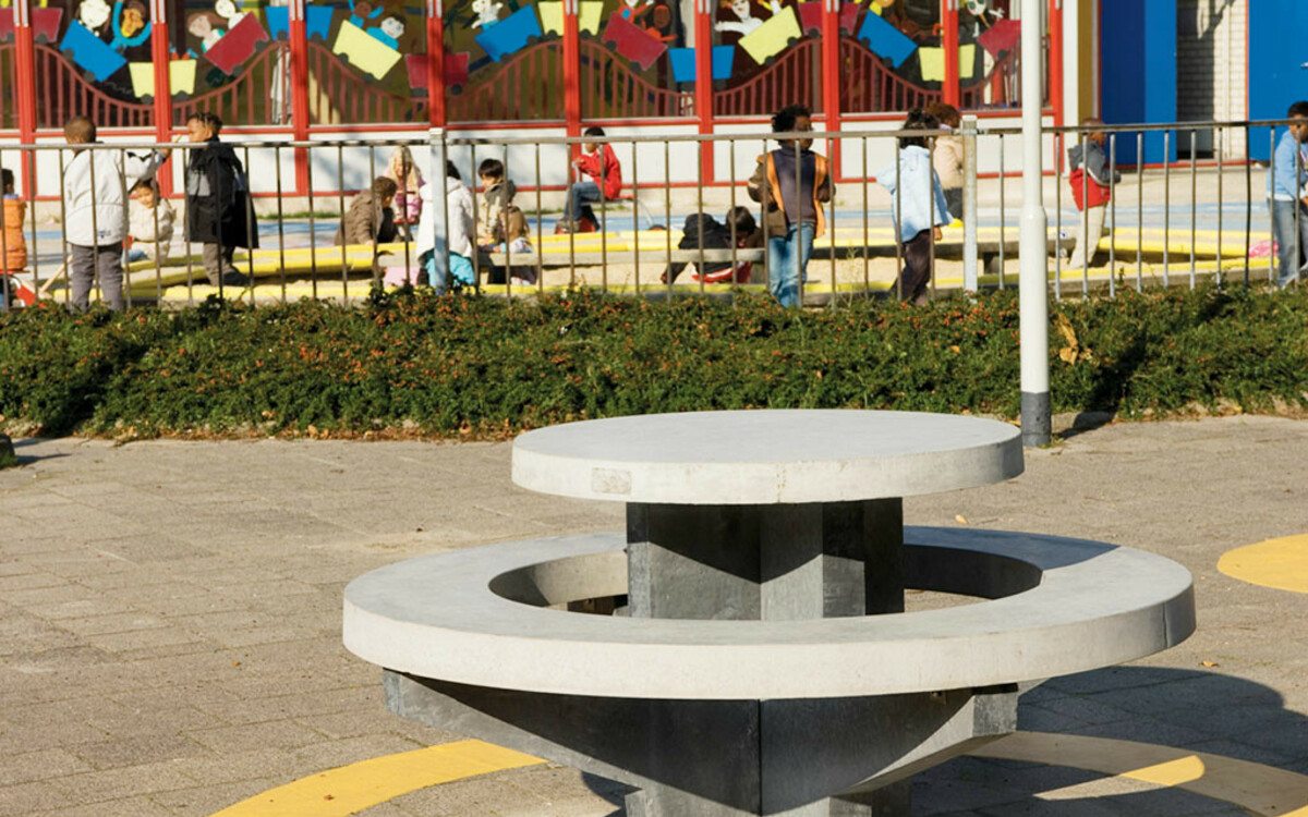 Picknicktisch mit integrierter Bank rund