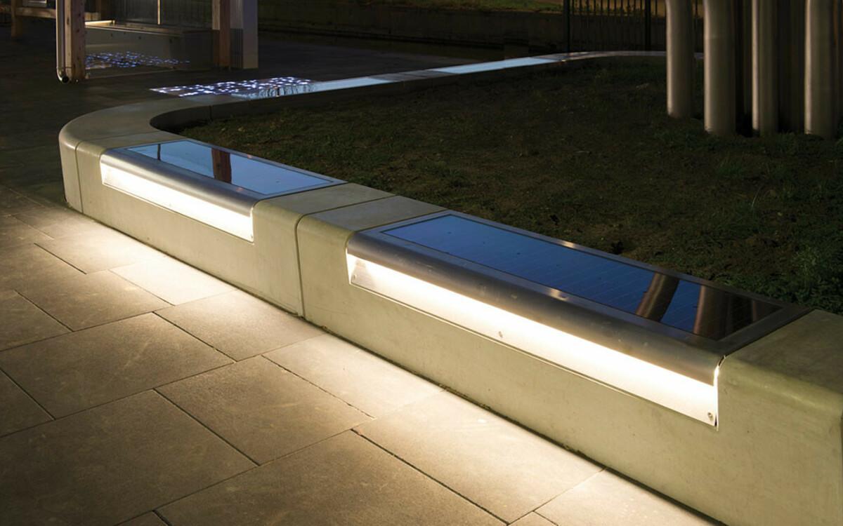 Sitzbank mit LED Beleuchtung solarbetrieben
