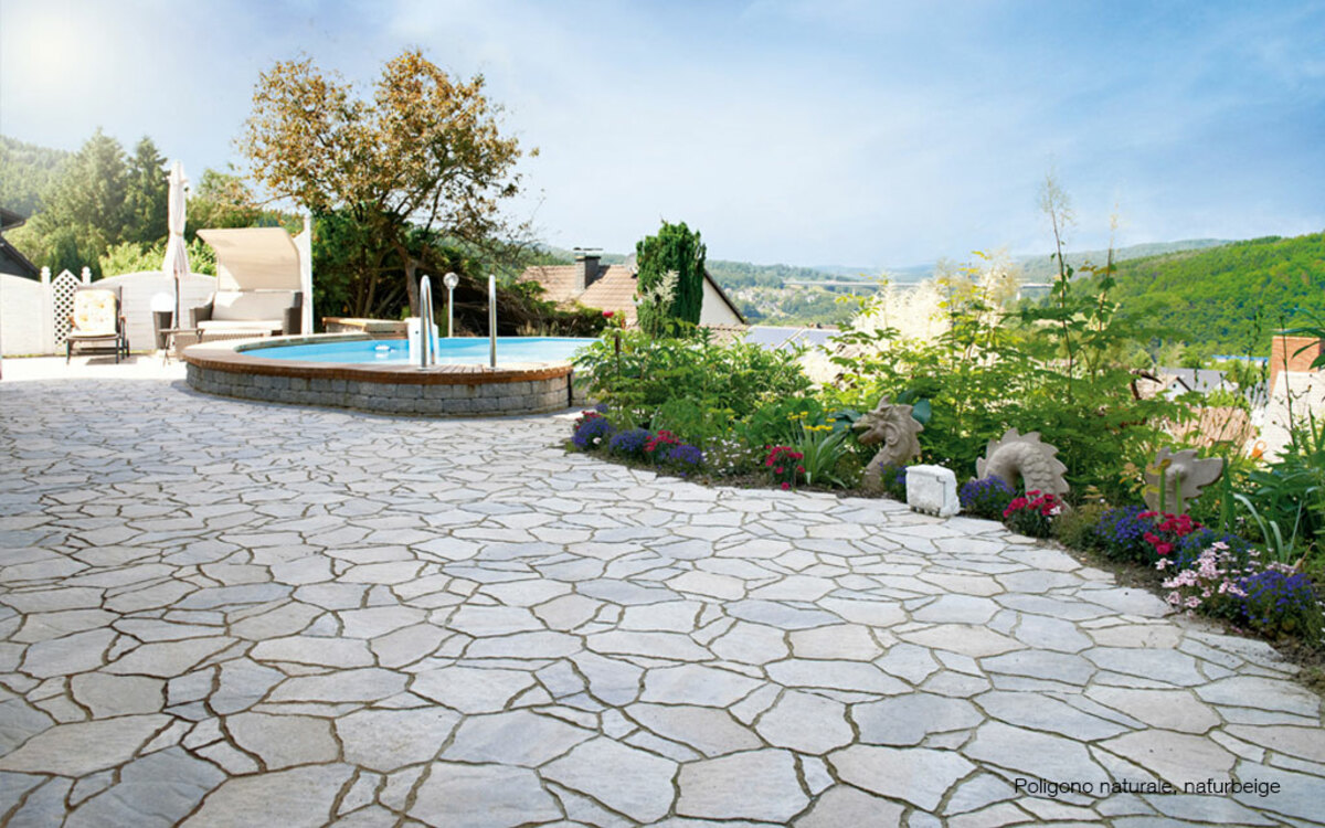 Terrasse mit Pool Natursteinoptik