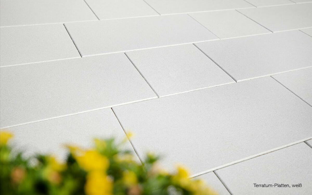 Terrassenplatten beschichtet weiß