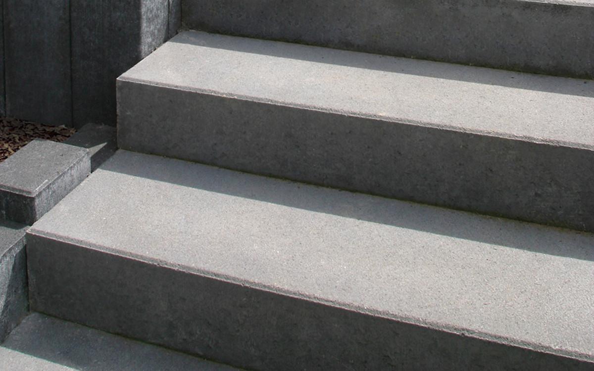 Treppenstufen grau schlicht