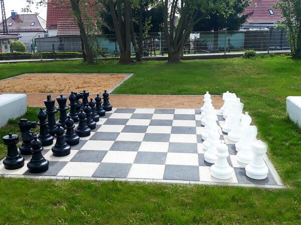 Schachbrett in Lebensgröße