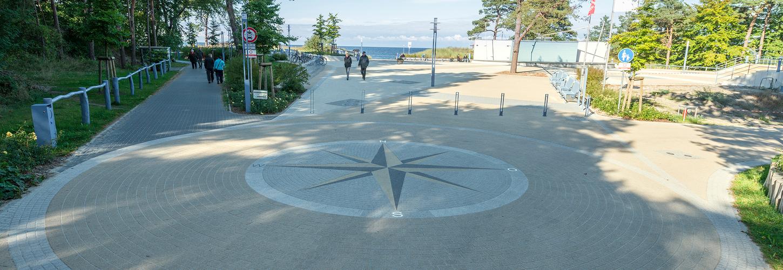Kompass aus Pflastersteinen