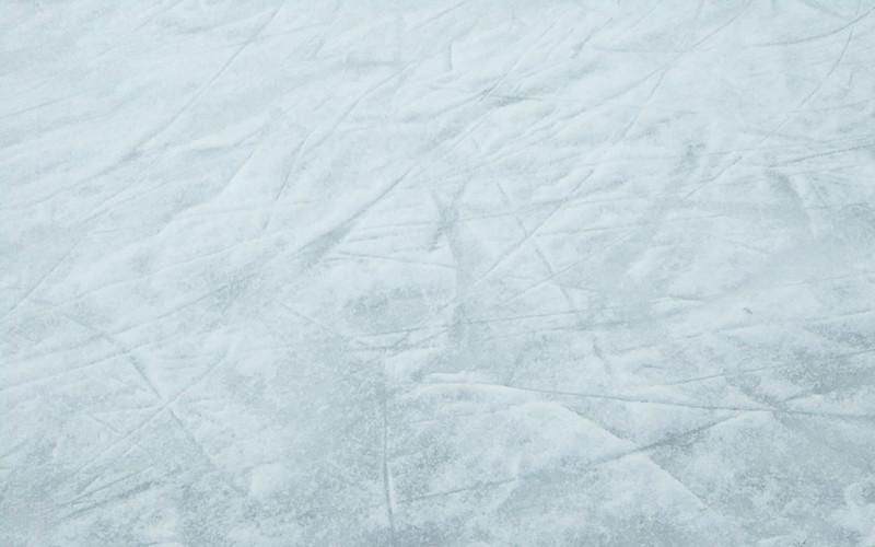 Glatteis mit Schnee