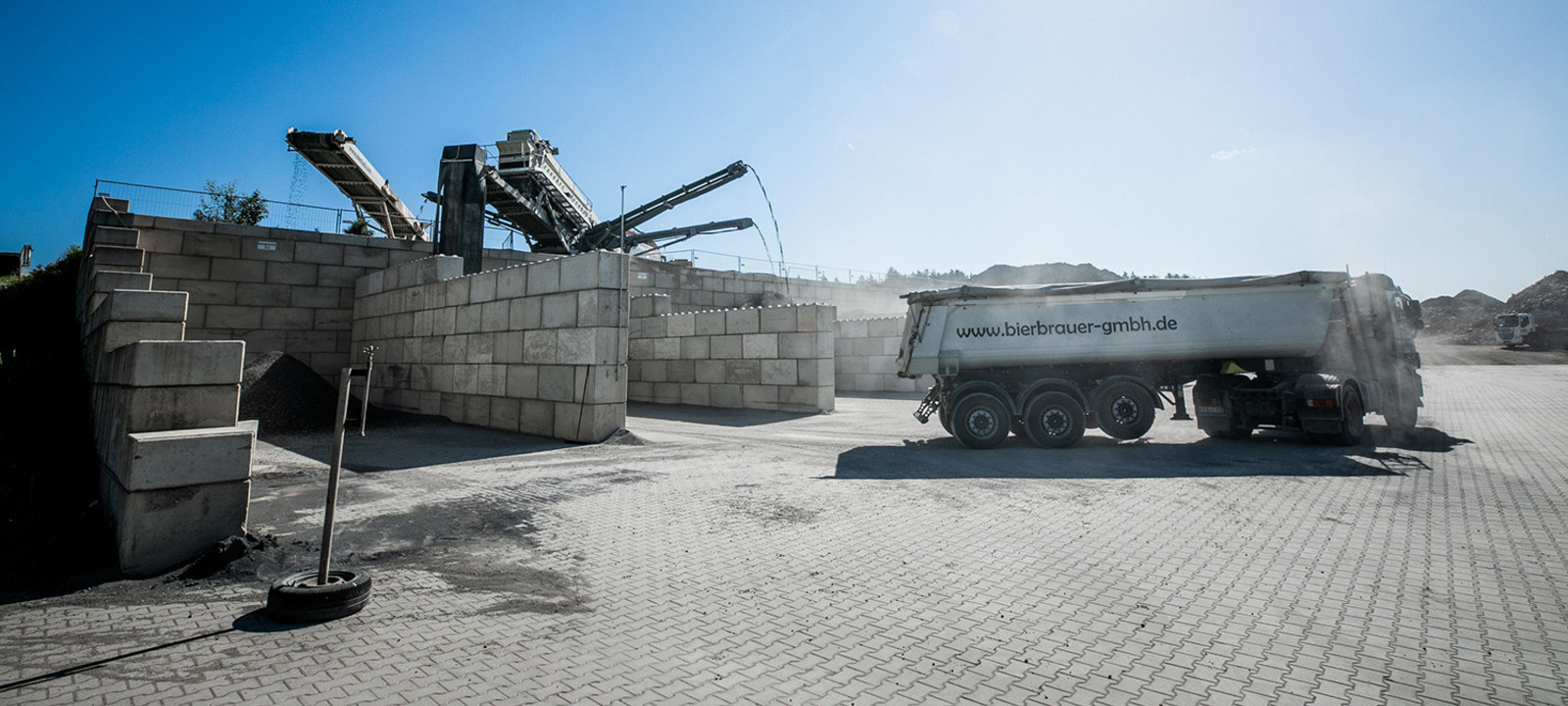 Abholung Recyclingmaterial LKW
