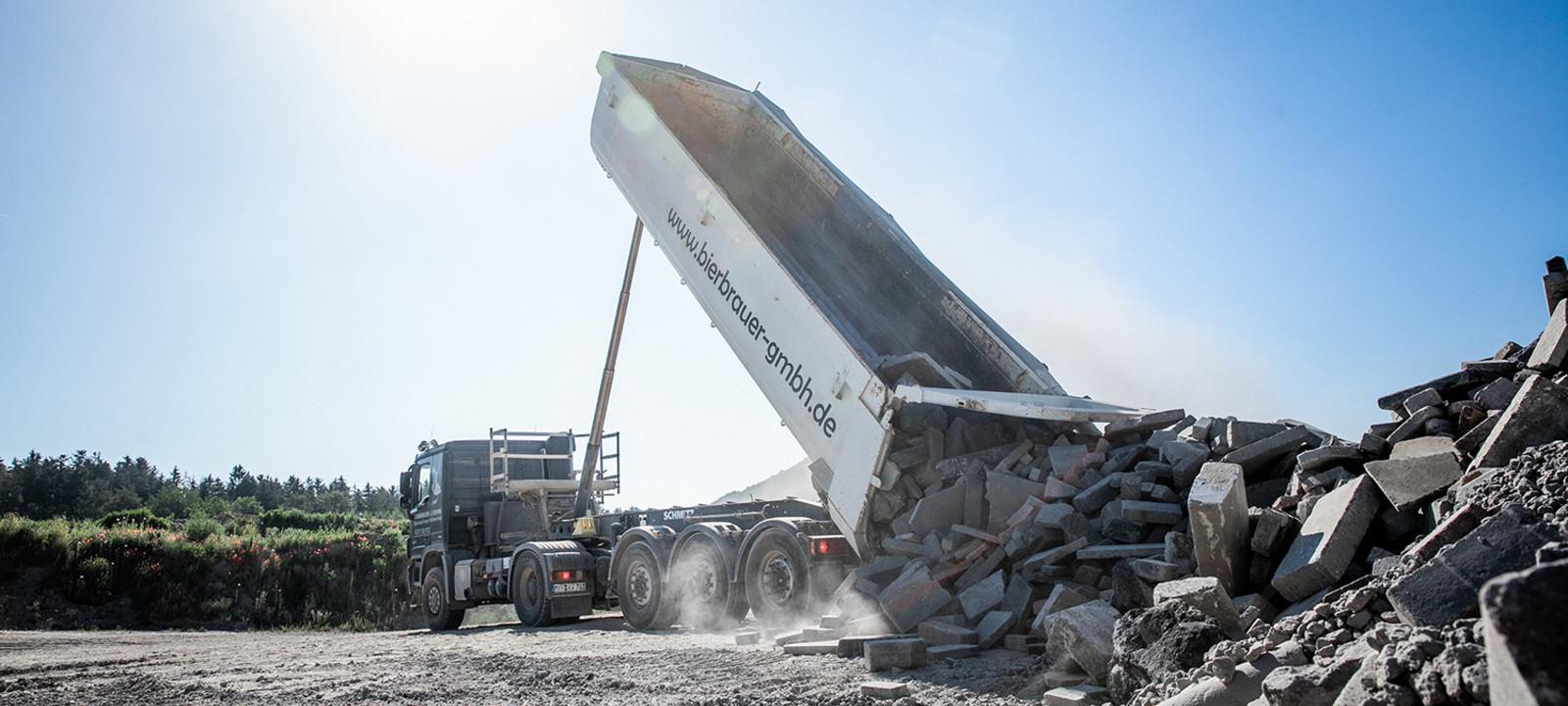 Anlieferung Betonsteine Recycling Anlage