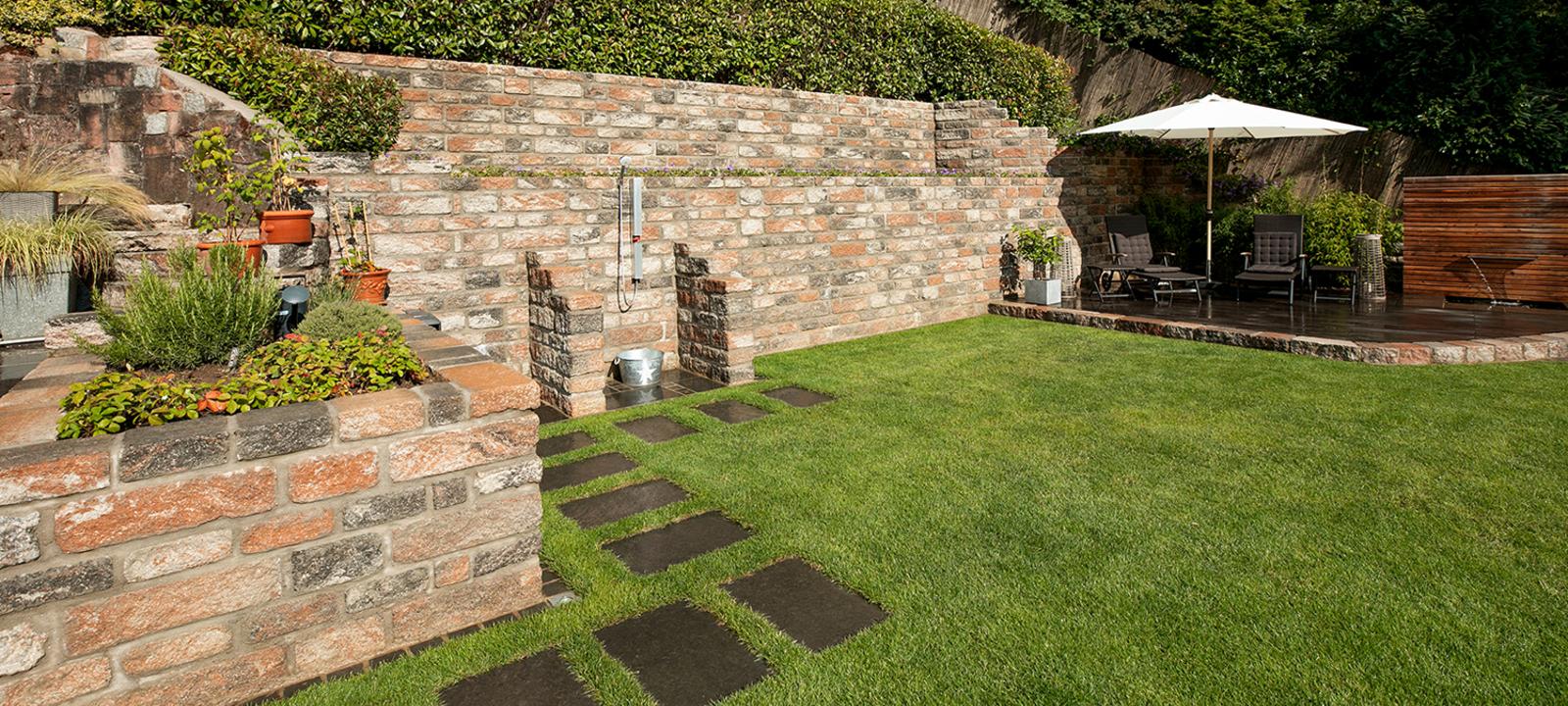 BossAntik Schichtmauer im neuen Garten