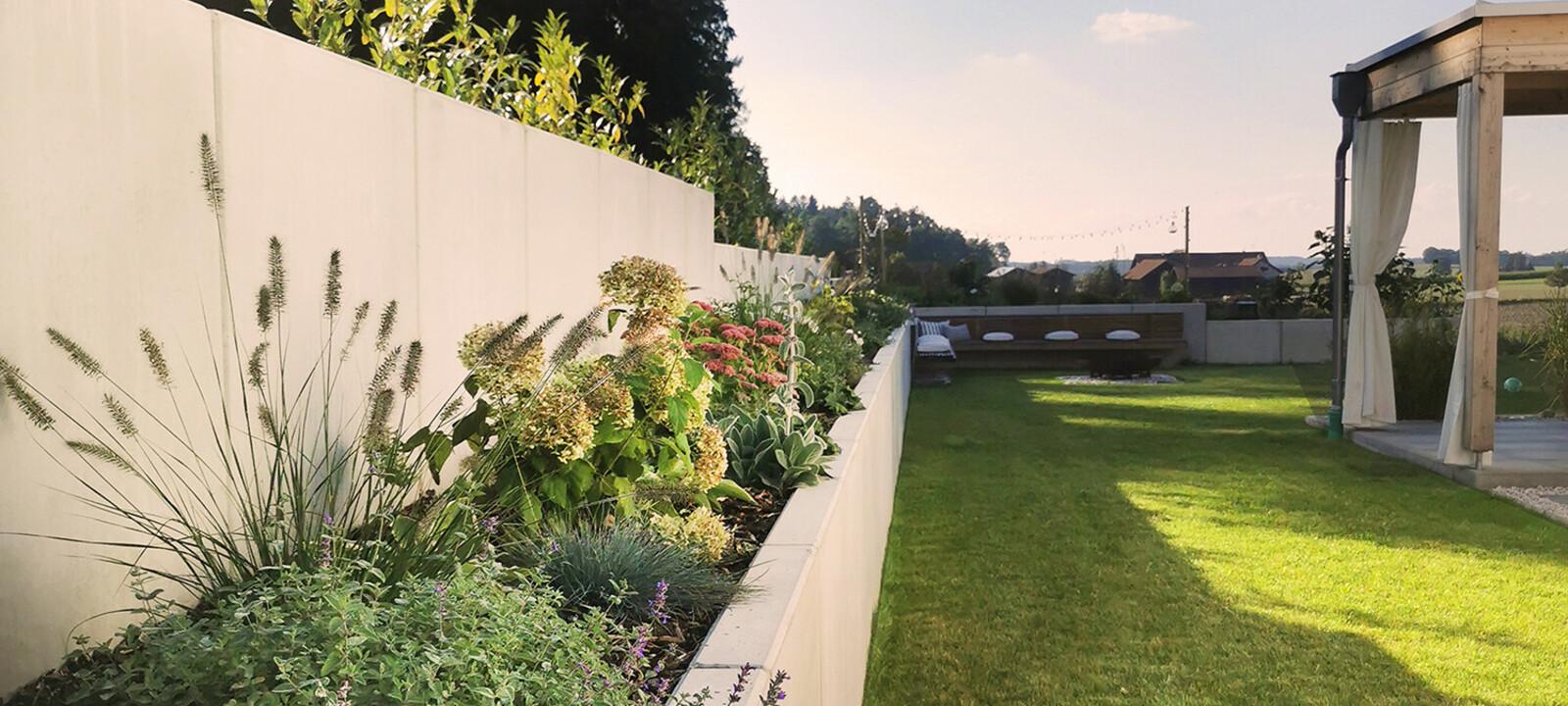 Sichtschutz und Beete im Garten Stützwinkel