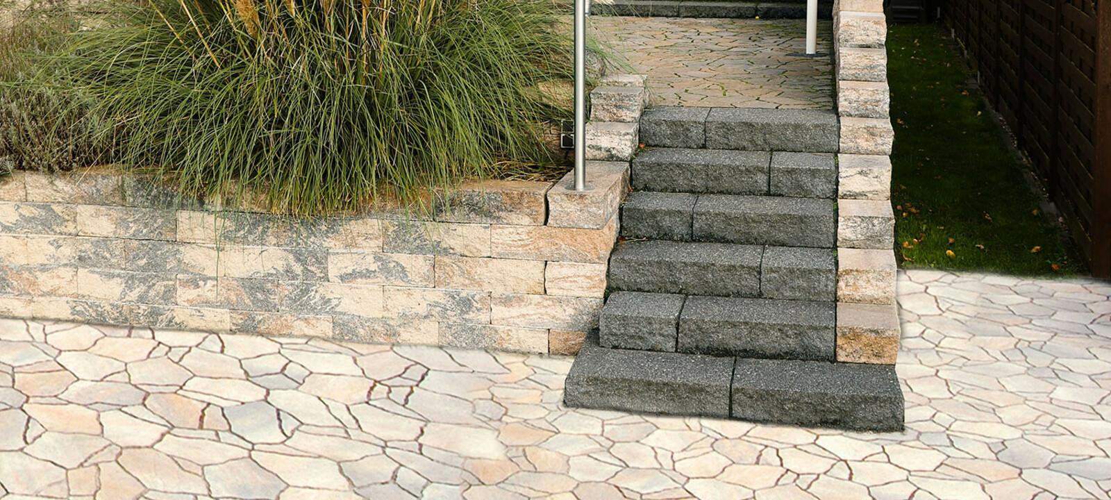 Poligono Pflaster mit Treppenaufgang zur Terrasse
