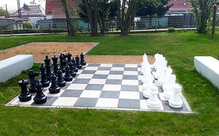 Schachbrett Lebensgroß Schulhof