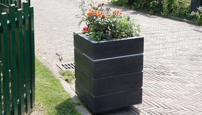 Blumenkasten Fahrradweg quadratisch