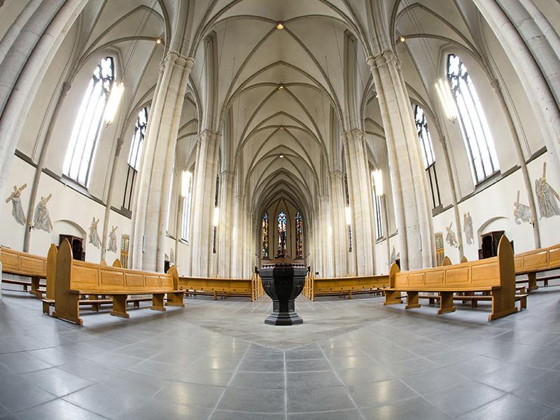 Kirche Fußboden Platten anthrazit glänzend